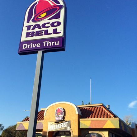 Taco Bell's sign
