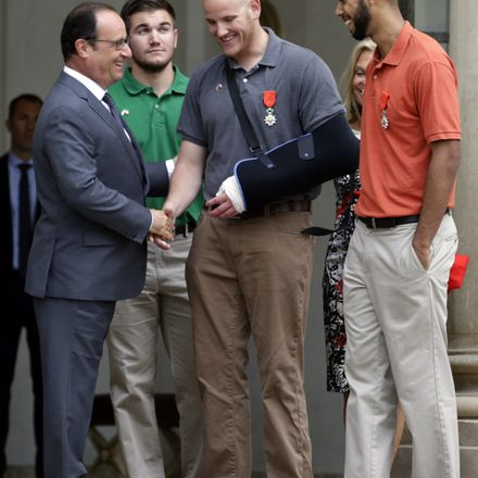 holland give medals to train heroes getty 485074204