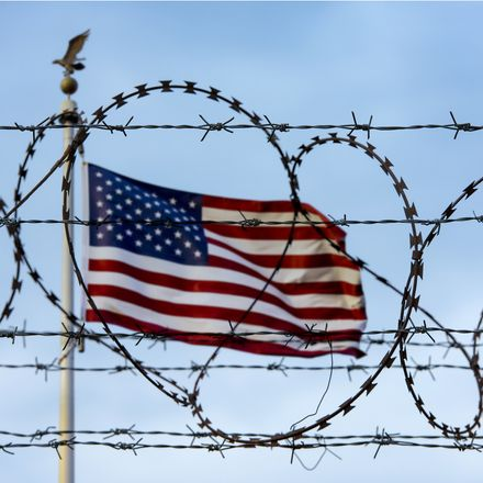 us border barbed wire shutterstock 643588558