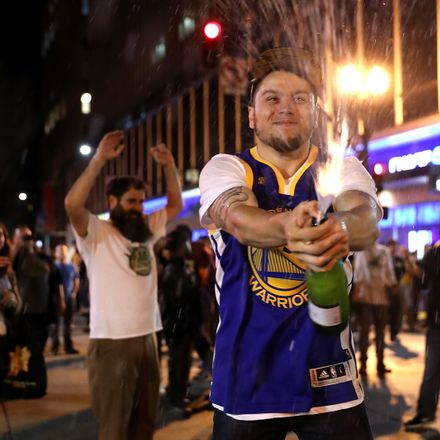 warriors fans celebrate 2017 championship getty images 695388896 (1)