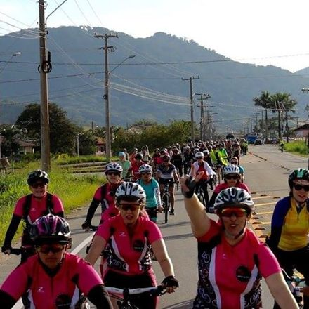 basic mechanics workshop organized by pedaleirax, an all women cycle group from florianopolis. credit pedaleirax