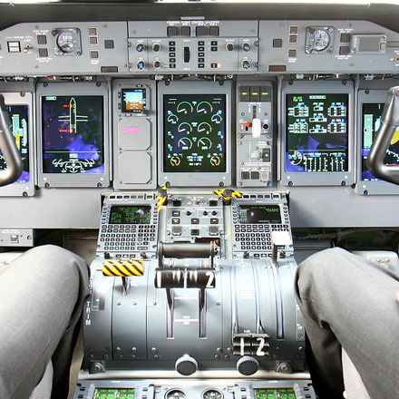 Q400 flight deck