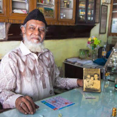 Would You Let Mumbai's Oldest Surma Artist Stick Kohl in Your Eye?